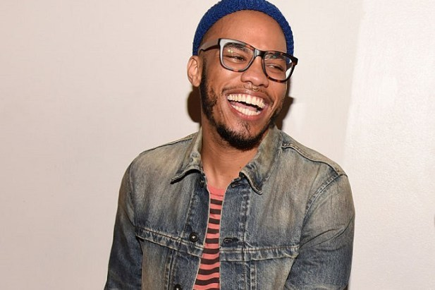 watch-anderson-paak-perform-am-i-wrong-pay-tribute-to-david-bowie-0
